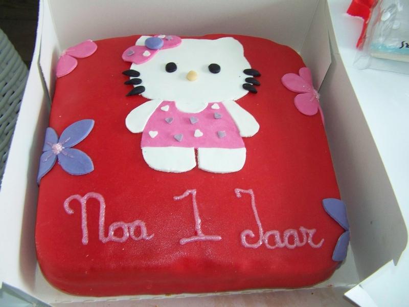 Zelf hello kitty taart maken taarten maken taart bakken for Versiering taart zelf maken