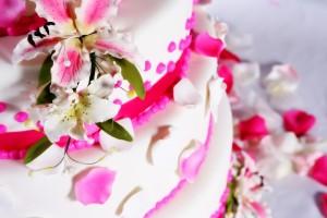 Bruidstaart maken voor een bruiloft taarten maken taart for Versiering taart zelf maken